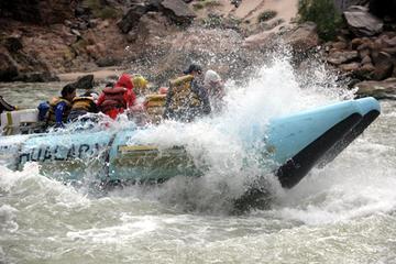 Tour autonomo di 1 giorno con rafting sulle rapide del Grand Canyon