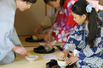 Enjoy Kimono Dressing and Japanese Culture Experiences in Shukkeien Garden!