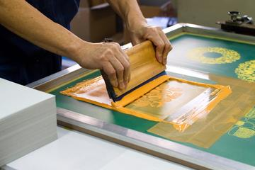 Make your original Kanji T-shirt with silkscreen printing!