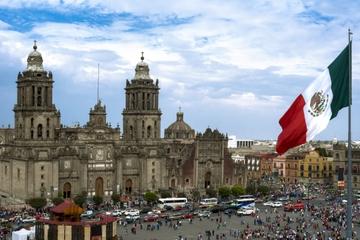 Erleben Sie Mexiko-Stadt: Cantinas, Lucha Libre und Mariachi an der...