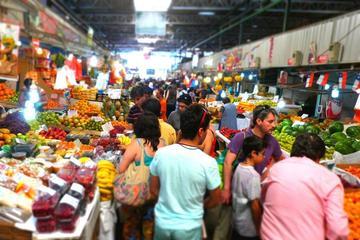 Excursão a pé em Santiago: degustação de comida e mercados, incluindo...