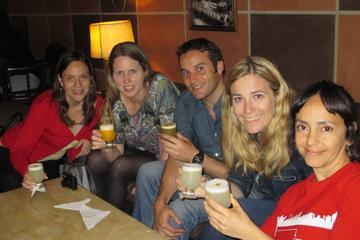 Giro dei bar di Lima, bevande e degustazioni di cibo incluse