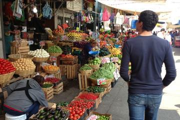 Recorrido por los mercados locales de...