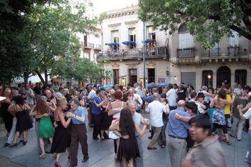 Walking Tour of Buenos Aires' Hot Spots
