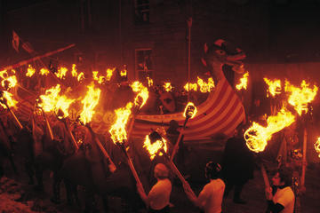 6-tägige Tour zum Up Helly Aa Fire Festival auf den Shetland-Inseln...