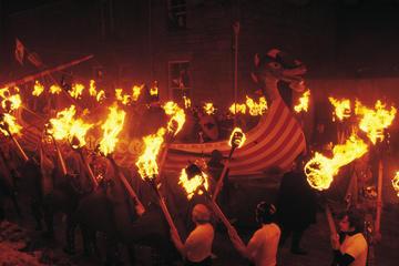 Experiência de 6 Dias no 'Up Helly Aa Fire Festival' nas Ilhas...