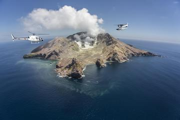 Helikoptervlucht naar White Island en ...