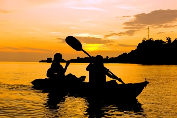 Aventura en kayak bioluminiscente desde San Juan