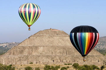 Excursão pelas Pirâmides de Teotihuacán em balão de ar quente