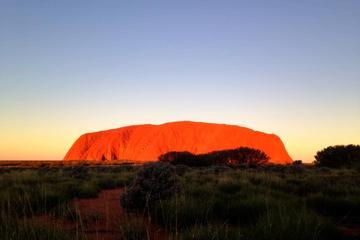 Excursion au coucher du soleil en petit groupe à Uluru