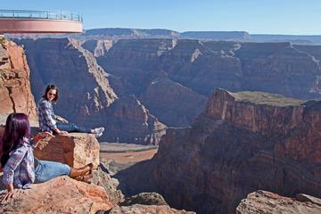 Dagstur till Grand Canyons västra kant med flyg från Las Vegas och ...