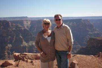 Passeio de um dia aéreo e terrestre na margem oeste do Grand Canyon...