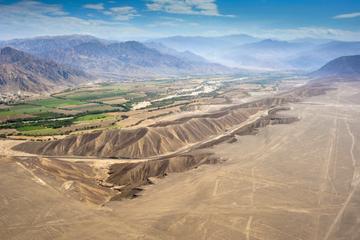 Excursão aérea pelas Linhas de Nazca com transporte partindo de Lima