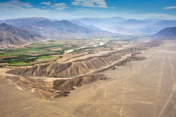 Nazca Linien-Rundflug mit Transport aus Lima