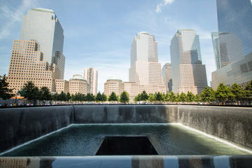Tour a piedi del National September 11 Memorial Museum e di Ground
