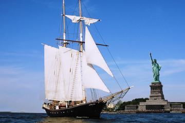 Vrijheidsbeeld-zeiltocht met een groot zeilschip