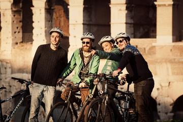 Cykeltur i Rom på elcykler med valgfri Colosseum-billet for lille...