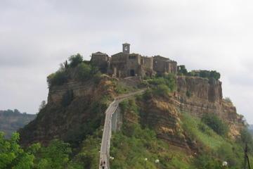 Excursão de bicicleta em Orvieto e Civita di Bagnoregio saindo de...