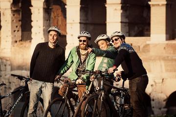 Excursão de bicicleta pela cidade de Roma com bicicleta elétrica...