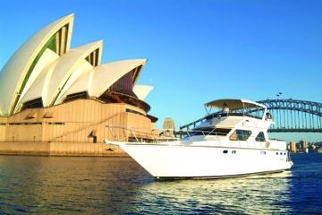 Cruzeiro de luxo particular saindo do porto de Sidney
