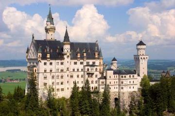 フランクフルト発王城ツアー ノイシュヴァンシュタイン城とリンダーホーフ宮殿