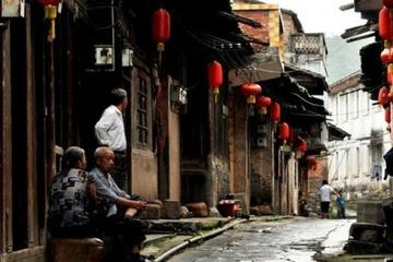 Private Tour: Daxu Village and Crown...