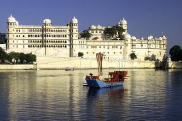 Sunset Boat Cruise on Lake Pichola in...