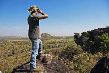 Arnhem Land Injalak Hill Full-Day Tour from Jabiru