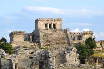 Crucero en catamarán desde la Riviera Maya a las ruinas de Tulum con...
