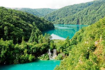 Viagem diurna para grupos pequenos aos Lagos Plitvice saindo de Split