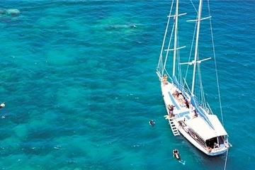 Cruzeiro para velejar em Green Island saindo de Cairns
