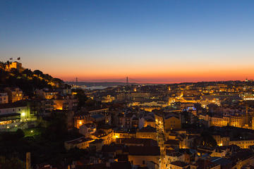 Excursión a pie para grupos pequeños por Lisboa al atardecer con...