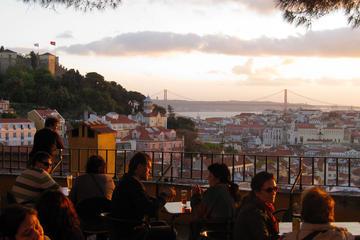 Privétour: wandeltocht bij zonsondergang door Lissabon met Fado-show ...