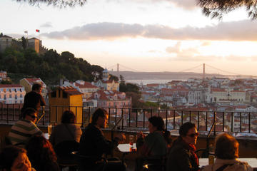 Private Lisbon Walking Tour with Dinner and Show