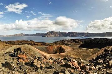 Excursión privada: visita a un volcán de Santorini y aguas termales