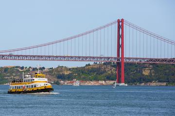 Excursão panorâmica em barco amarelo...