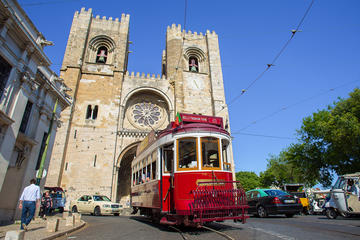 Hills Tramcar Hop-On Hop-Off Tour and Fado Show