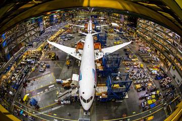 Excursão à fábrica da Boeing saindo...