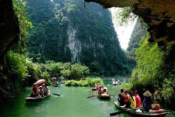 Group Tour : Hoa Lu Ancient To Tam