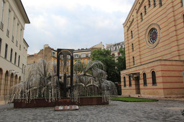 Small-Group Great Synagogue and Jewish History Walking Tour with a Historian in Budapest