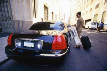 Day Trip Private Arrival Transfer: Montreal Airport to Hotel near Montreal, Canada