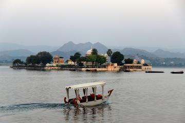 Experience Jagmandir Island Udaipur With Sunset Cruise & Transfers