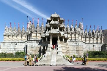 Experience Kumbhalgarh Fort and Ranakpur Jain Temple With Tour Guide & Transport