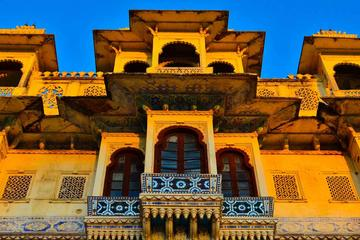 Old City Udaipur Story : Living Heritage Walk Near Lake Pichola with Transfers