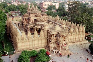 One-Way Private Transfer from Udaipur To Ahmedabad City with Pickup
