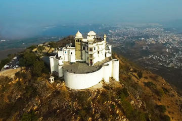 Udaipur Sightseeing with an Monsoon Palace Visit