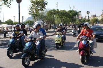 Excursão Histórica de Scooter em Palma de Mallorca