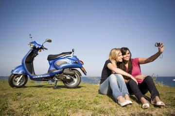 Excursión en scooter a la playa de Ibiza al atardecer