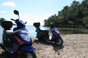 Recorrido en scooter por la ciudad de Ibiza, declarada Patrimonio de...