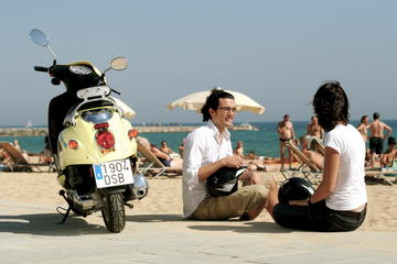Tur langs kysten av Barcelona med scooter